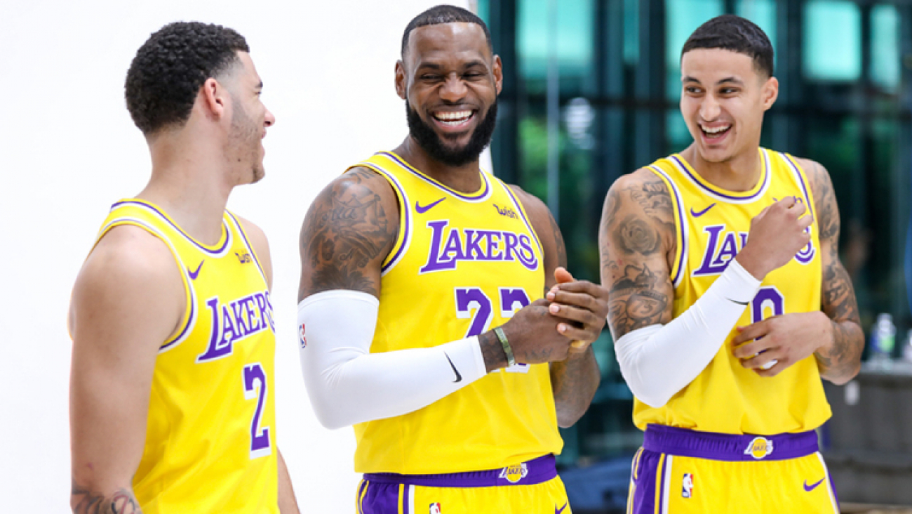 Lonzo Ball. Lebron James y Kyle Kuzma posando en el Media Day.