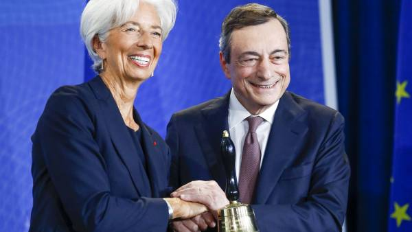 Mario Draghi, presidente del Banco Central Europeo, y su sucesora Christine Lagarde.
